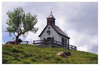 Photo: Die Hüterinnen der Postalm Kapelle
