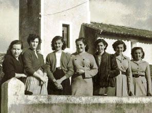 Photo: La Nena, Lola, Niuca, Rosina, Curra, Aida y Paca. 1954