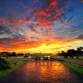The End of a Day by Esron Panjaitan - Landscapes Sunsets & Sunrises ( sunsets, landscapes )