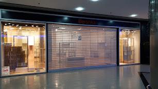 El local de Bershka en el Centro Comercial Mediterráneo, ya cerrado.