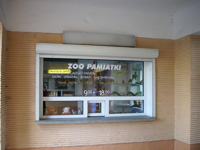 Druga kasa została przekształcona w sklepik z pamiątkami