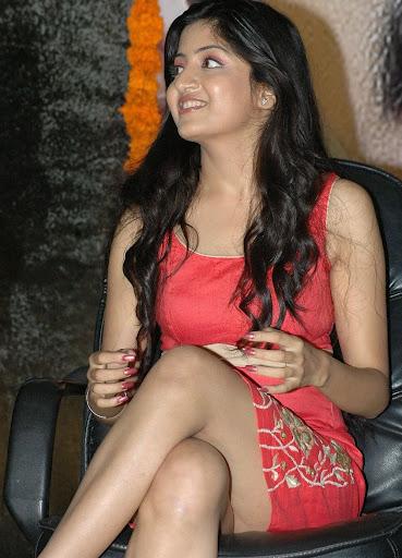 Poonam Kaur Thighs Exposing Photos