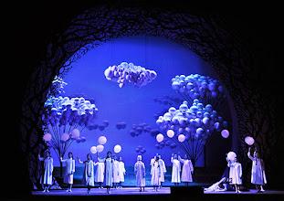 Photo: Wiener Staatsoper: HÄNSEL UND GRETEL. Inszenierung Adrian Noble. Premiere 19.11.2015. Kinder der Opernschule. Copyright: Barbara Zeininger