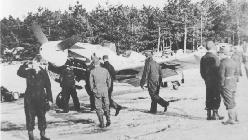 Olá! Gostaria de contribuir com o forum. Segue Bf 109G-6 ... Erich%20Hartmann%20Hptm.%20Bf%20109G-6%2004-02-1945%2000