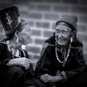 Timeless Moment by Jasminder Oberoi - People Street & Candids ( canon 5d mark ii, canon, monochrome, black and white, incredible india, chatting, disket, candid, travel, ladakh, portrait, portraiture, light chasers, leh, nubra valley, woman, monastery, india, old woman, smile, jas fotography )