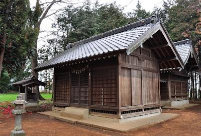 白鬚神社の拝殿と本殿