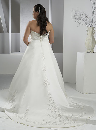 #2 Plus Size Bridal / Wedding Gowns