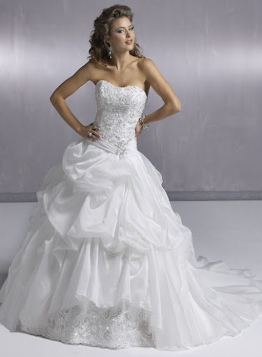 Exquisite-Strapless-Wedding-Gown