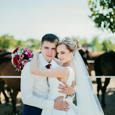Wedding photographer Arina Morozova (arina-pov). Photo of 20.08.2017