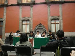 Photo: dia 01.10: mesa de leitura com Claudina Domingo (MEX), Juan Jose Rodriguez (ECU), Alan Mills (GUA), Leopoldo Lezama (MEX) e com mediacao de Alberto Trejo.