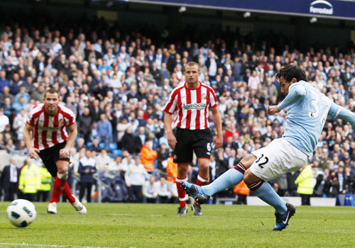 Carlos Tevez try penalty shot, Manchester City - Sunderland