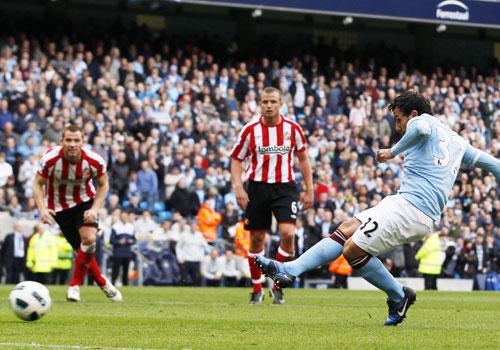 Carlos Tevez try penalty shot, Manchester City - Sunderland