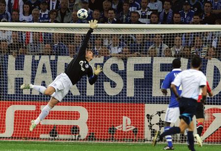 Manuel Neuer, Schalke 04 - Manchester United
