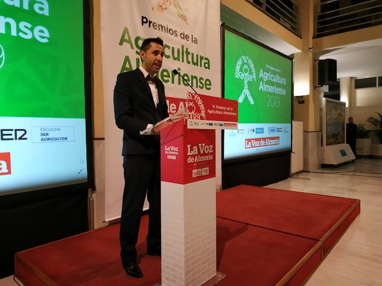 Fran García, delegado de LA VOZ y la SER en el Poniente, abriendo la gala.
