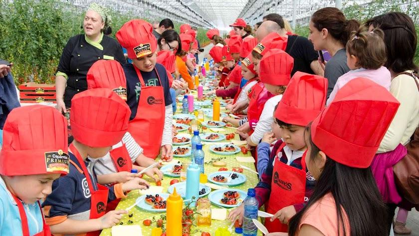 Los escolares pudieron descubrir la calidad de los tomates de Caparrós Nature