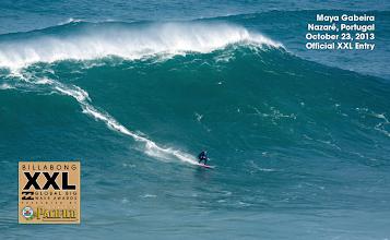 Photo: No dia 23 Maya Gabeira tinha surfado uma onda gigante