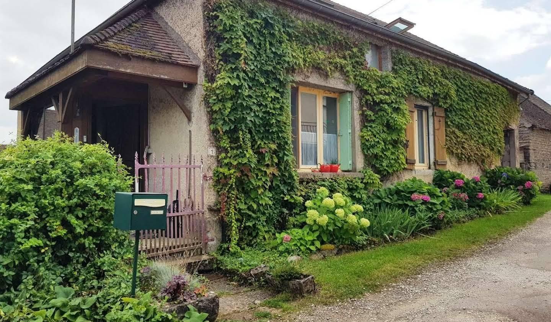 Maison Saint-Sernin-du-Plain