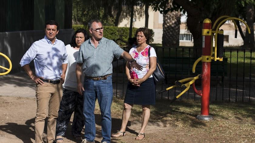 García atiende las explicaciones del alcalde sobre el proyecto