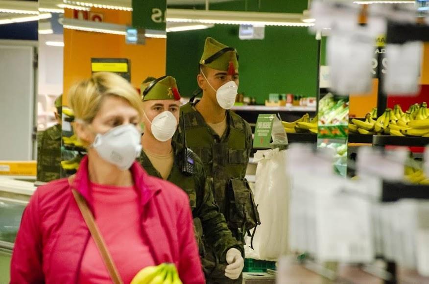 La Legión, dentro de supermercados almerienses.