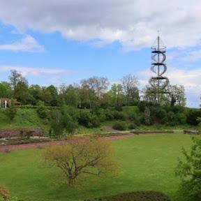 ドイツ・シュトゥットガルトのキレスベルク公園にある不思議な形の展望台から絶景を楽しむ