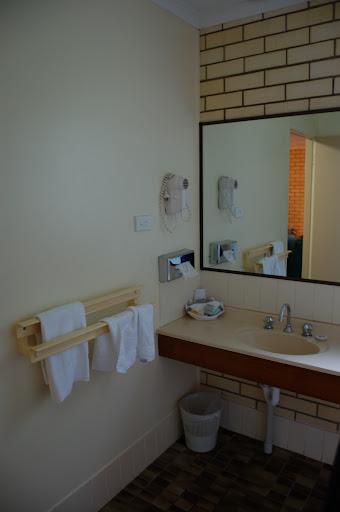 コンフォート・イン・フレーザー・ゲートウェイ・ホテルの洗面所の写真