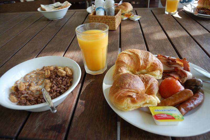 バイキングの朝食・レディエリオット島の写真