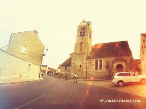 Photo: L'Arrivée au village de Maincy à vélo - e-guide circuit balade à vélo de Bois le Roi vers Vaux-le-Vicomte par veloiledefrance.com  Maincy village old church - Cycling guide to the Château of Vaux-le-Vicomte by veloiledefrance.com