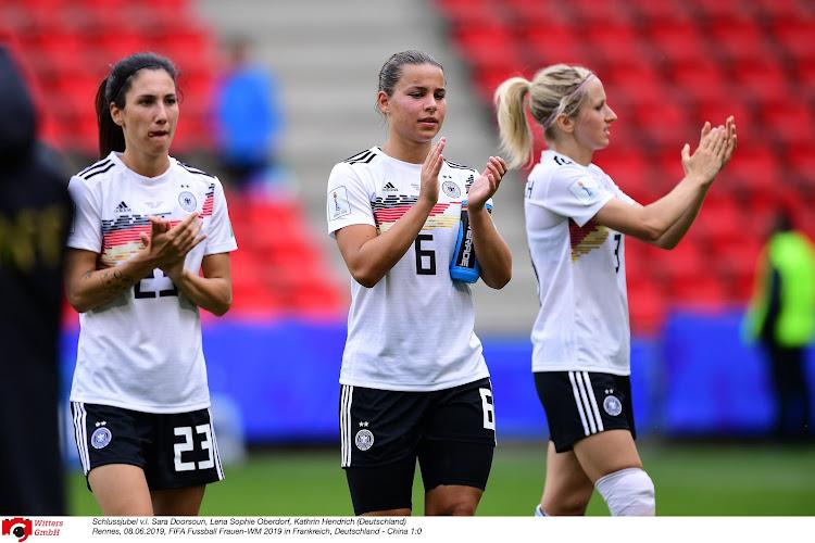 Qualifications : Cartons pour l'Allemagne et la Serbie