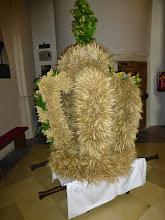 Photo: Gleich werden die Landwirte die Erntekrone in die Kirche tragen.