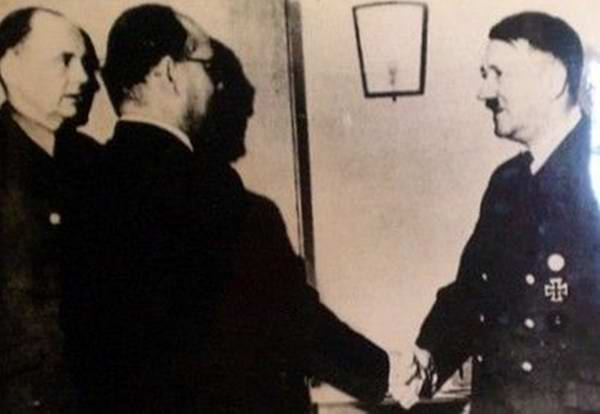Old India Photos - Subhash Chandra Bose with Adolf Hitler