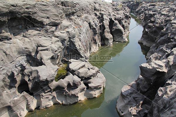 River Kukdi flowing through potholes
