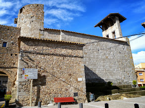 Photo: Eglise Castrale Typique Santa Agata de Capmany et son curieux chocher-mur