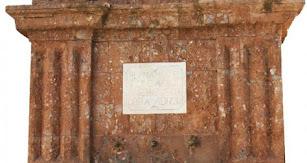Si hay un lugar que es la seña de identidad de Fondón es la Fuente de Carlos IV, en plena Plaza Mayor.