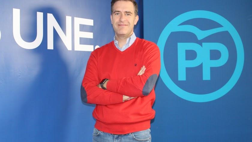 Miguel Ángel Castellón, fotografiado este lunes en la sede del PP de Almería.
