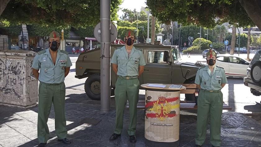 punto de información para el reclutamiento organizado por la Legión