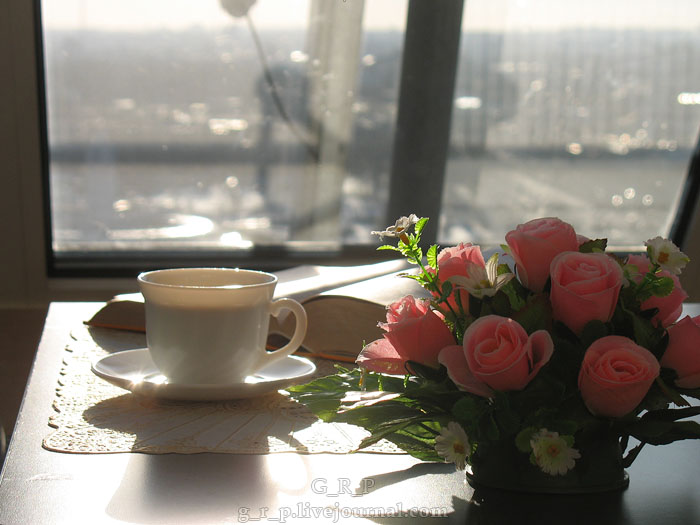 фото кофе весной у окна своей статье