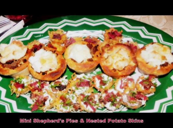 For dinner we had mini shepherd's pies with homemade gravy & nested potato skins....