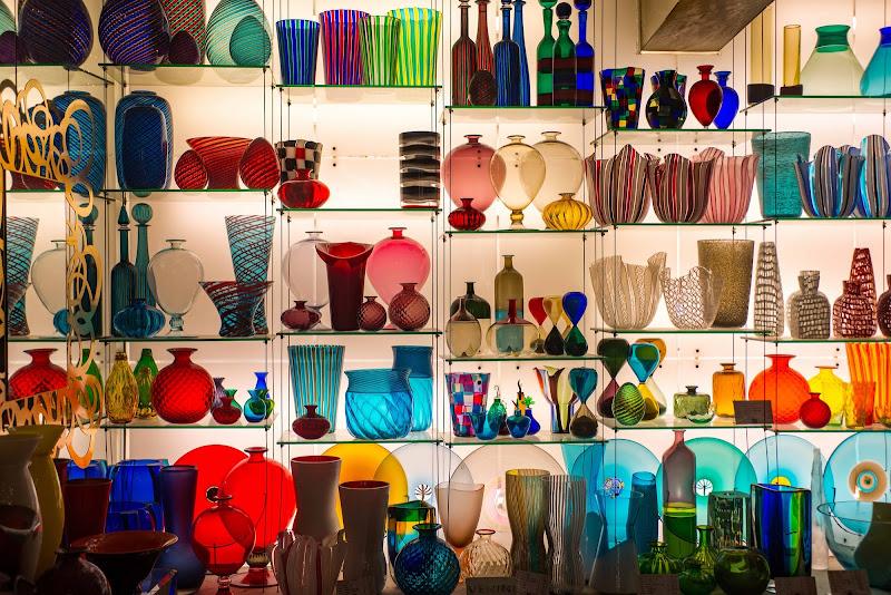 bottiglie e vasi multicolor di walterferretti