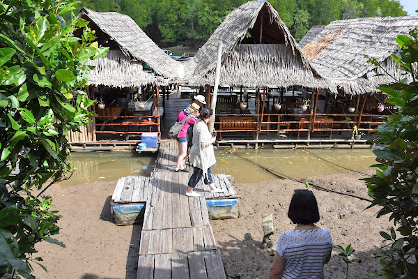 Go ashore at the small fishing village on Koh Klang