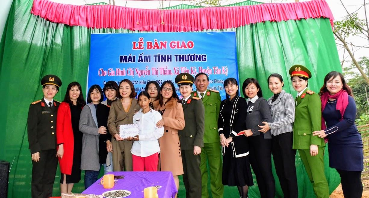 """Tặng """"Mái ấm tình thương"""" cho chị Nguyễn Thị Thắm ở huyện Tân Kỳ"""