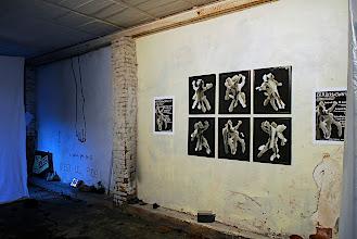 Photo: © Olivier Perrot Accrochage de la série Vivre à deux le 28 mars 2008 au Rockbrown de Montreuil
