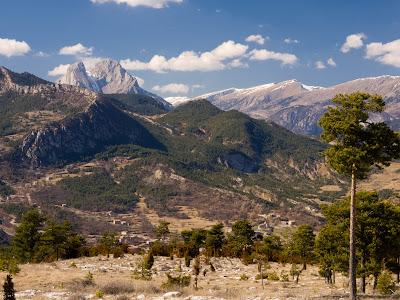 Serra de Mata-rodona, Pedraforca i Cadí. Al fons Vallcebre