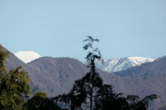 能郷白山(左)と前山(右)