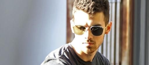 ae9111aa0 Joe e os seus óculos de sol ~ Jonas4ever