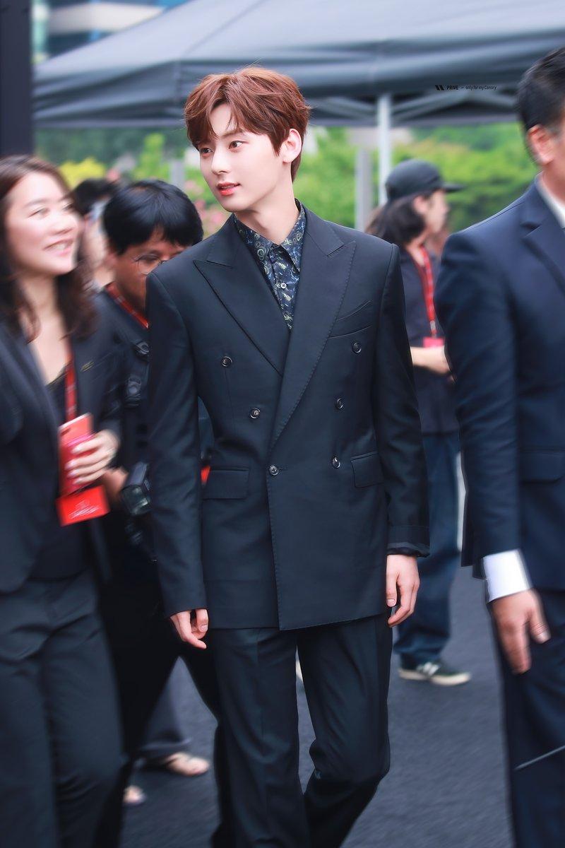hwang minhyun suit 5