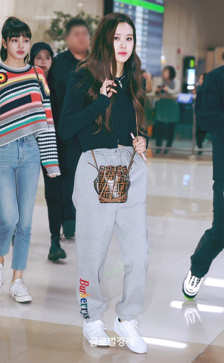 Blackpink Rose Can Even Make Sweatpants Look Sexy 6 Photos