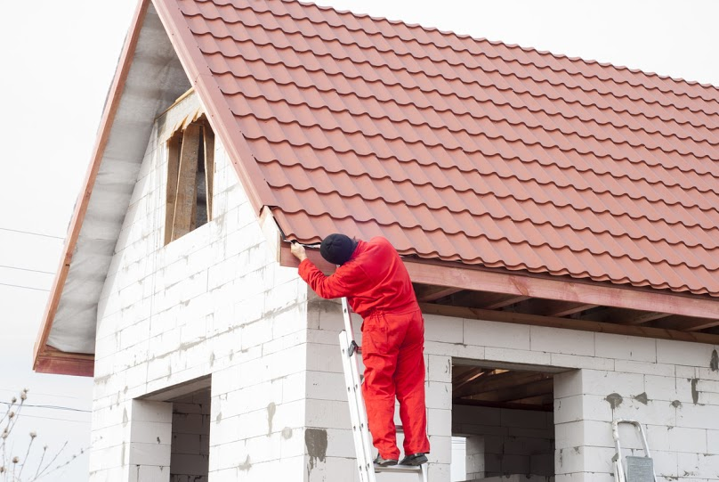 Dach dwuspadowy - dlaczego warto go wybrać?