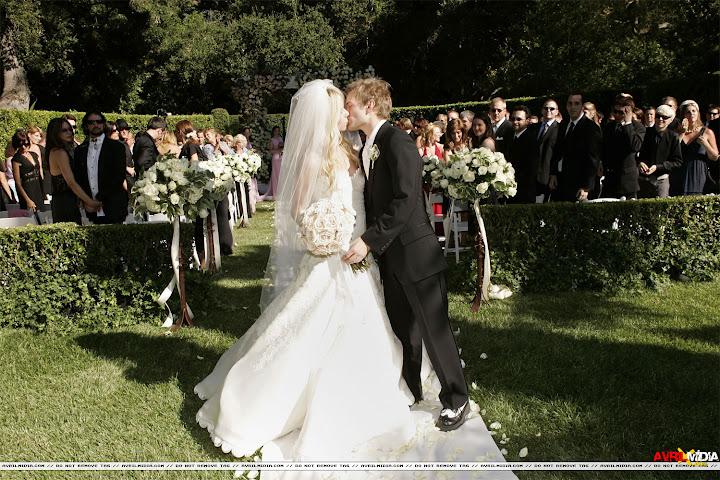 Photo Avril Lavigne Black Wedding Dress Avril La