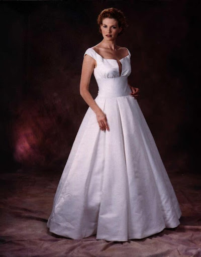 wedding_dresses_with_box_leats