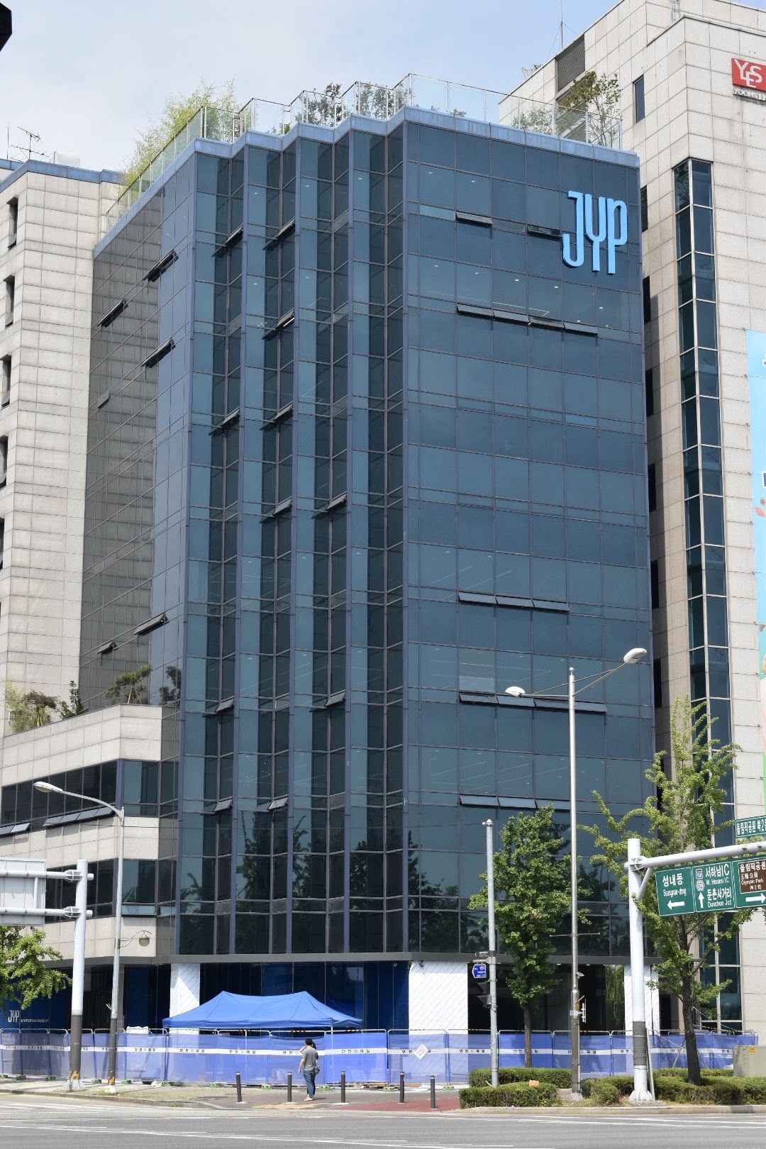 JYP_Entertainment_building_in_the_Gangdong_District